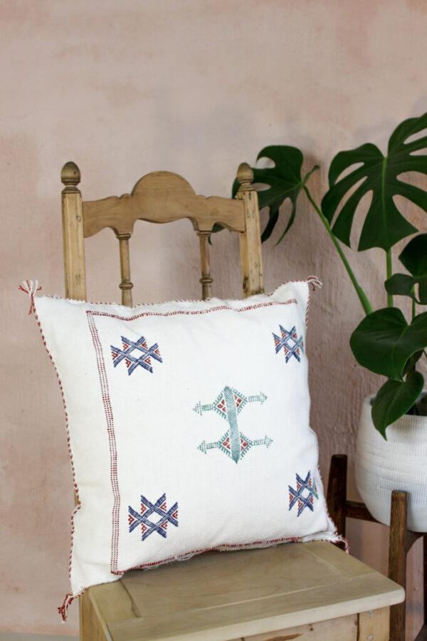 Kaktussiidist valge padjakate